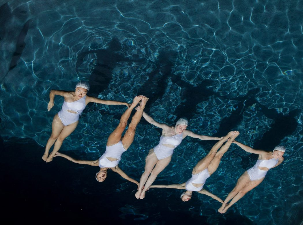 The Swimmers, le nuotatrici sincronizzate di Emma Hartvig | Collater.al 2