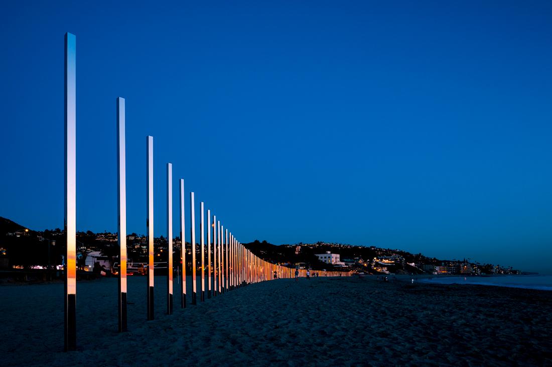 1:4 MILE ARC, l'installazione che riflette il mare di Phillip K Smith III | Collater.al 1
