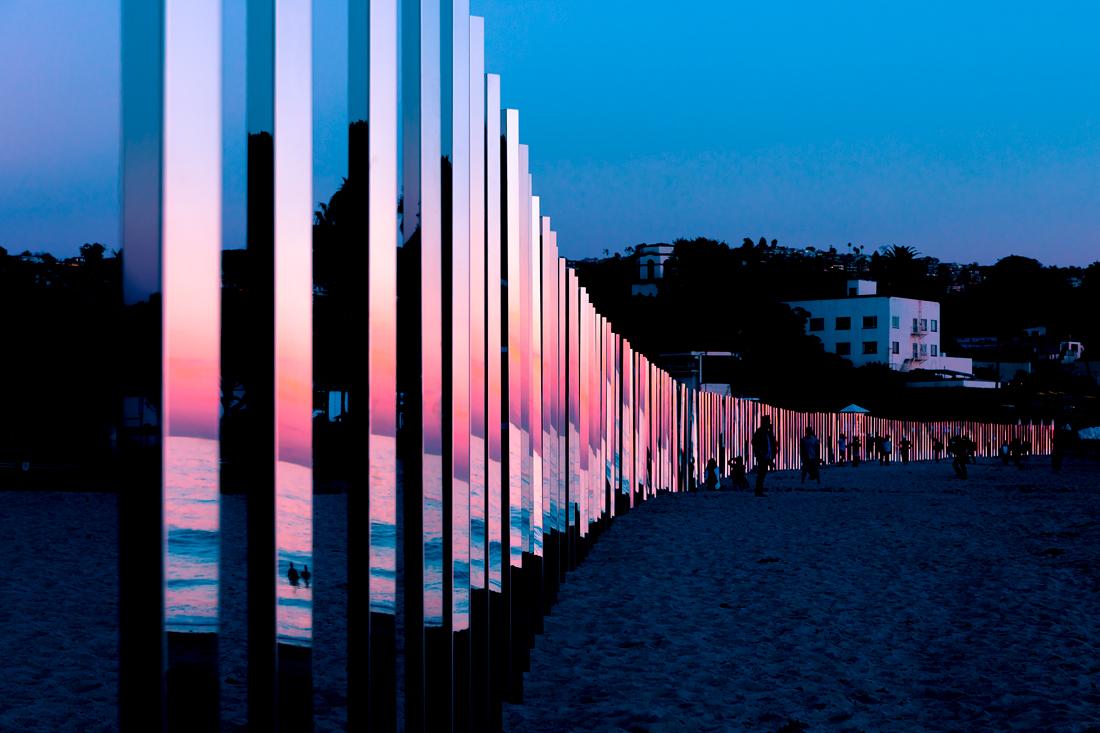 1:4 MILE ARC, l'installazione che riflette il mare di Phillip K Smith III | Collater.al 7