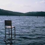 Fragile Chairs, l'installazione vista lago di Hidemi Nishida | Collater.al 4