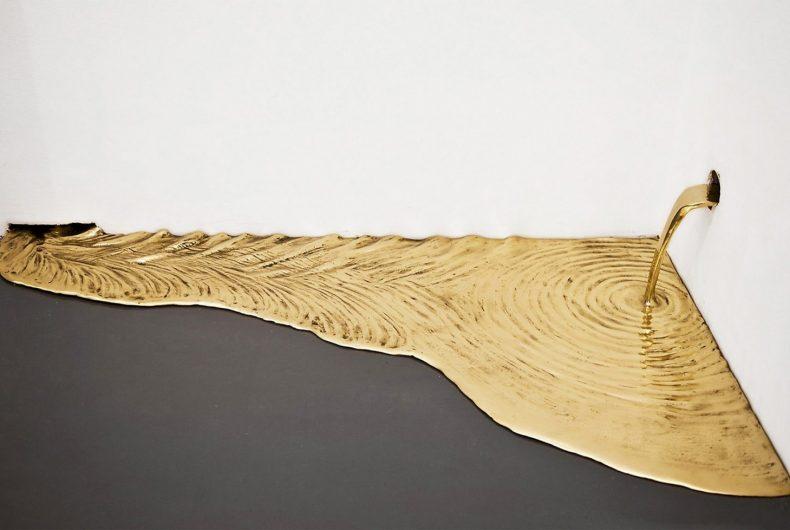 Gold Leaks, Vanderlei Lopes installation between art and alchemy