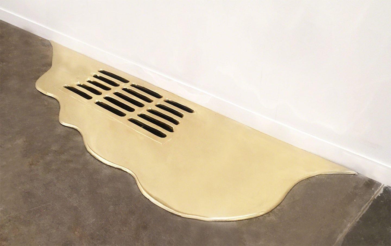 Gold Leaks, l'installazione di Vanderlei Lopes tra arte e alchimia | Collater.al 2