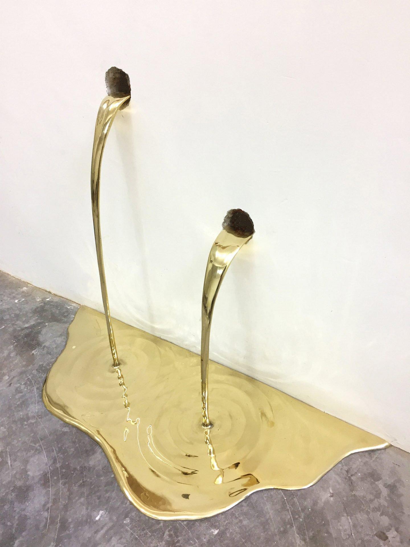 Gold Leaks, l'installazione di Vanderlei Lopes tra arte e alchimia | Collater.al 4