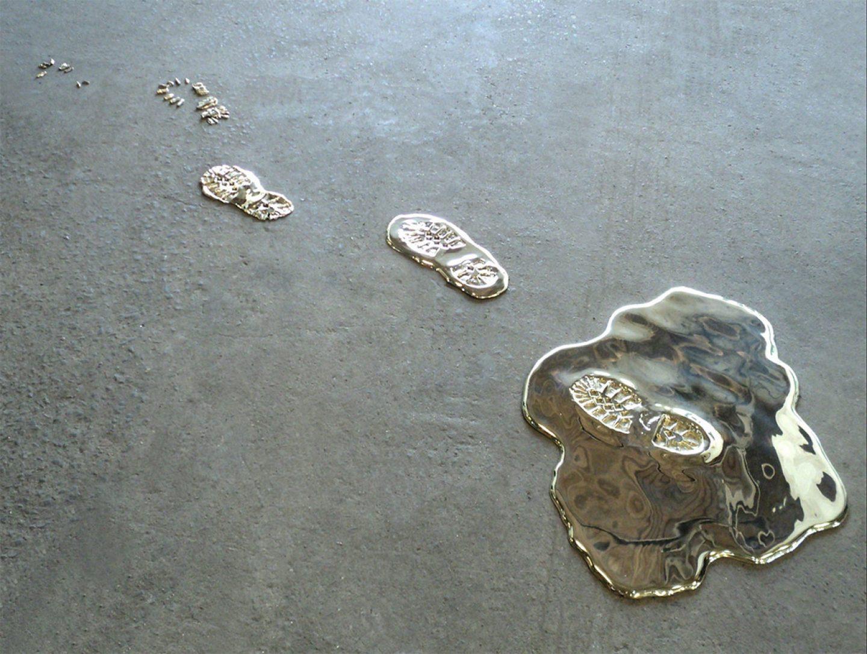 Gold Leaks, l'installazione di Vanderlei Lopes tra arte e alchimia | Collater.al 6