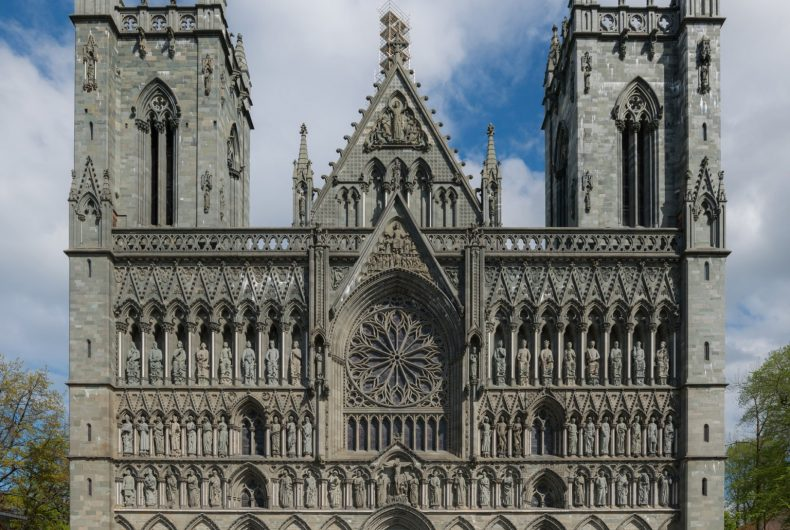 The Cathedral of Trondheim comes alive thanks to Ismael Sanz Pena