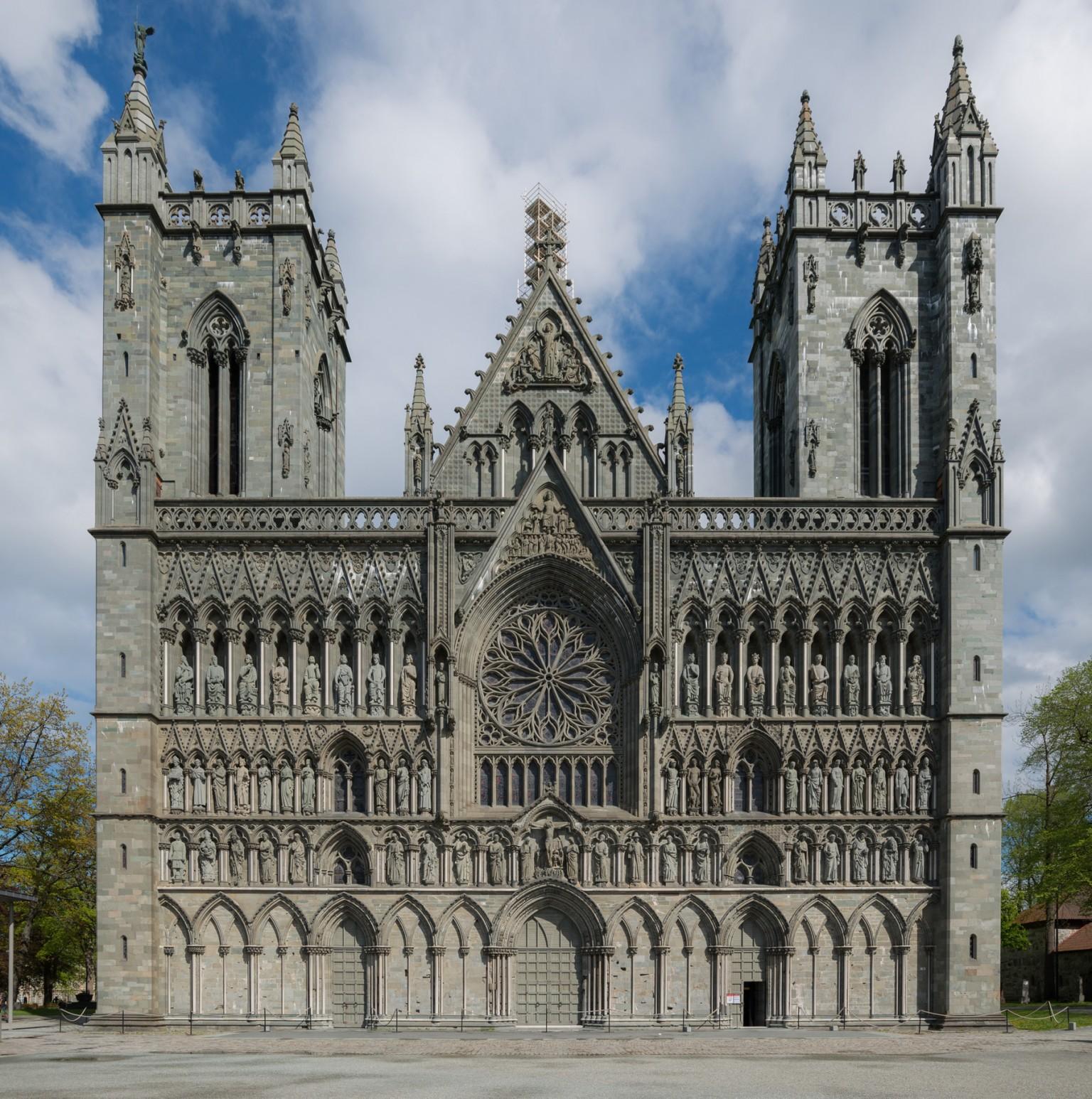 La cattedrale di Trondheim si anima grazie a Ismael Sanz Pena | Collater.al 1