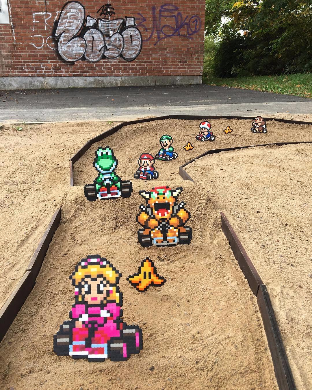 Lo street artist Pappas Parlor trasforma le città in retro game 2D | Collater.al 9