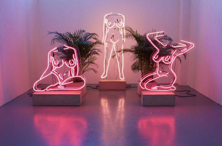 Utopias (IRL//URL), i corpi Neon di Romily Alice Walden