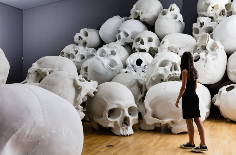 Mass, Ron Mueck giant skulls
