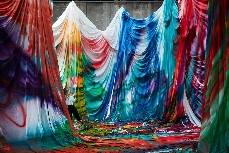 Il labirinto caleidoscopico di Katharina Grosse | Collater.al 5