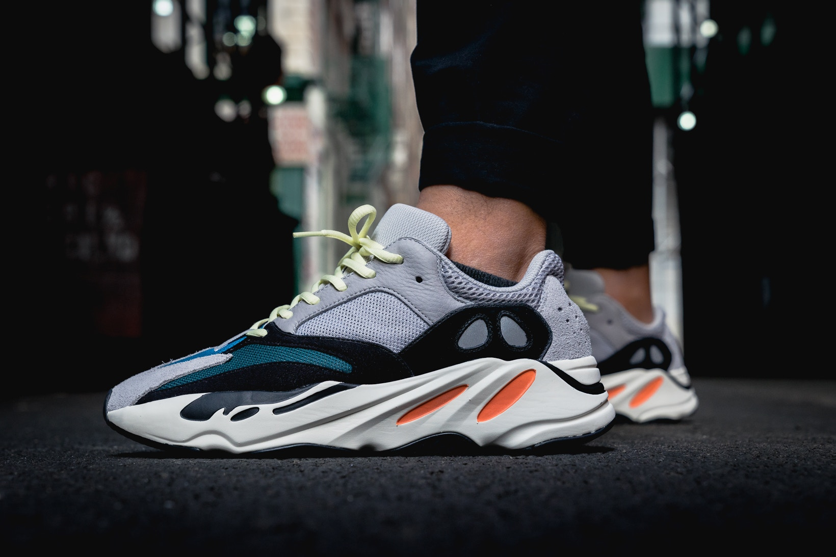 adidas bianche e oro yeezy 700