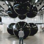 Black Balloons, equilibrio ipnotico delle installazioni di Tadao Cern | Collater.al 4