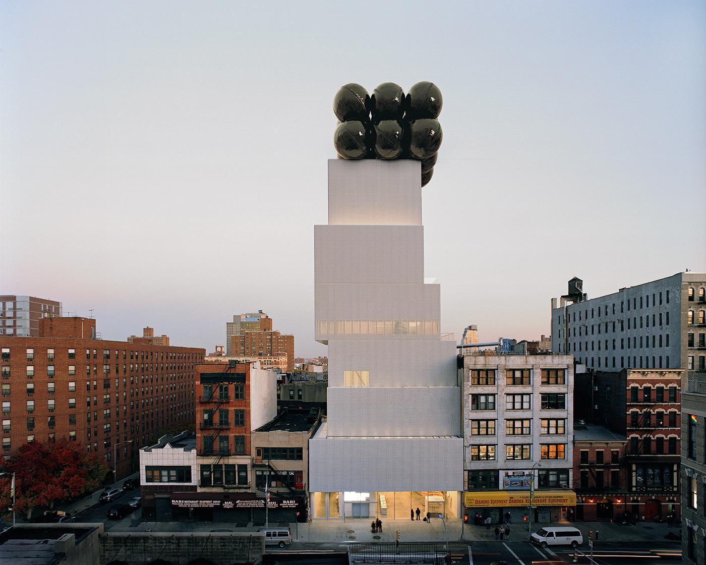 Black Balloons, equilibrio ipnotico delle installazioni di Tadao Cern | Collater.al 7