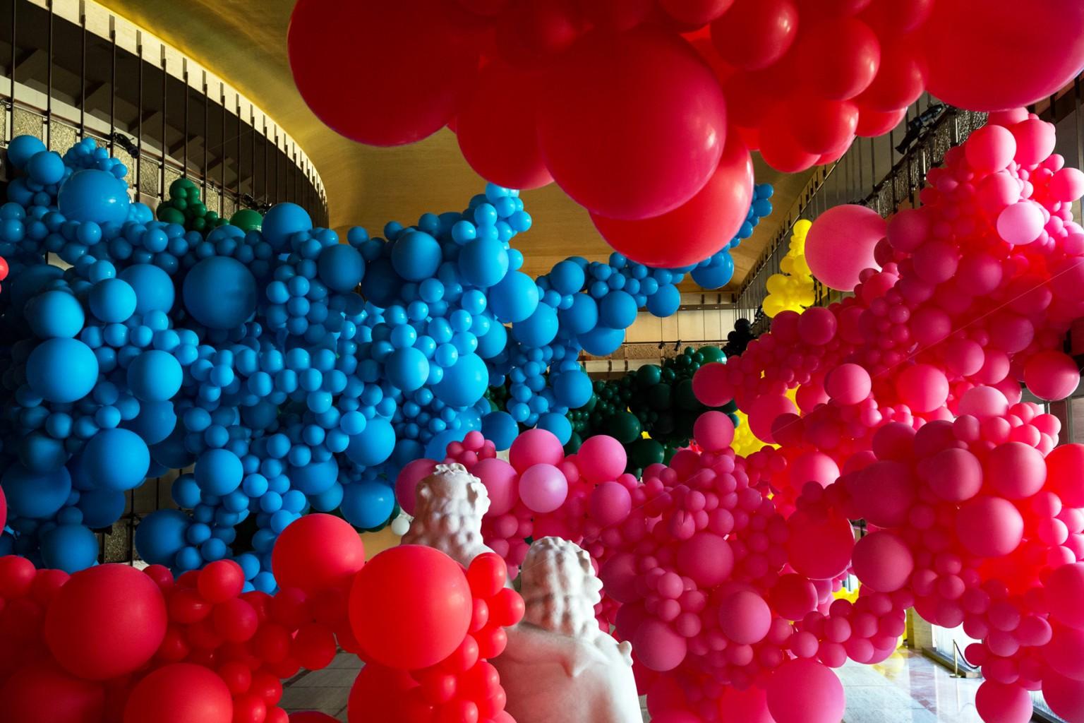 Gli immensi palloni di Geronimo al Lincoln Center di Manhattan | Collater.al 5