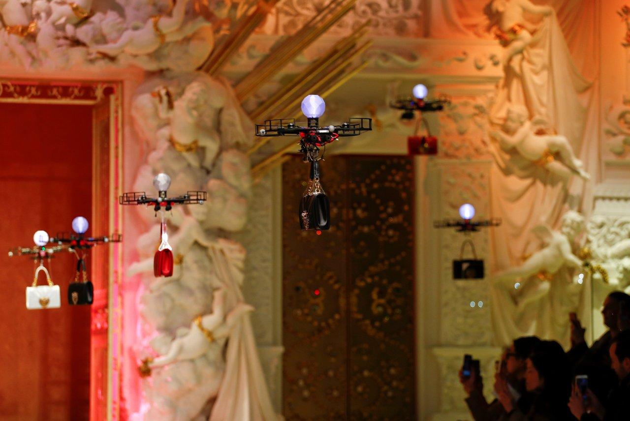 I droni rimpiazzano i modelli alla sfilata di Dolce & Gabbana | Collater.al 1