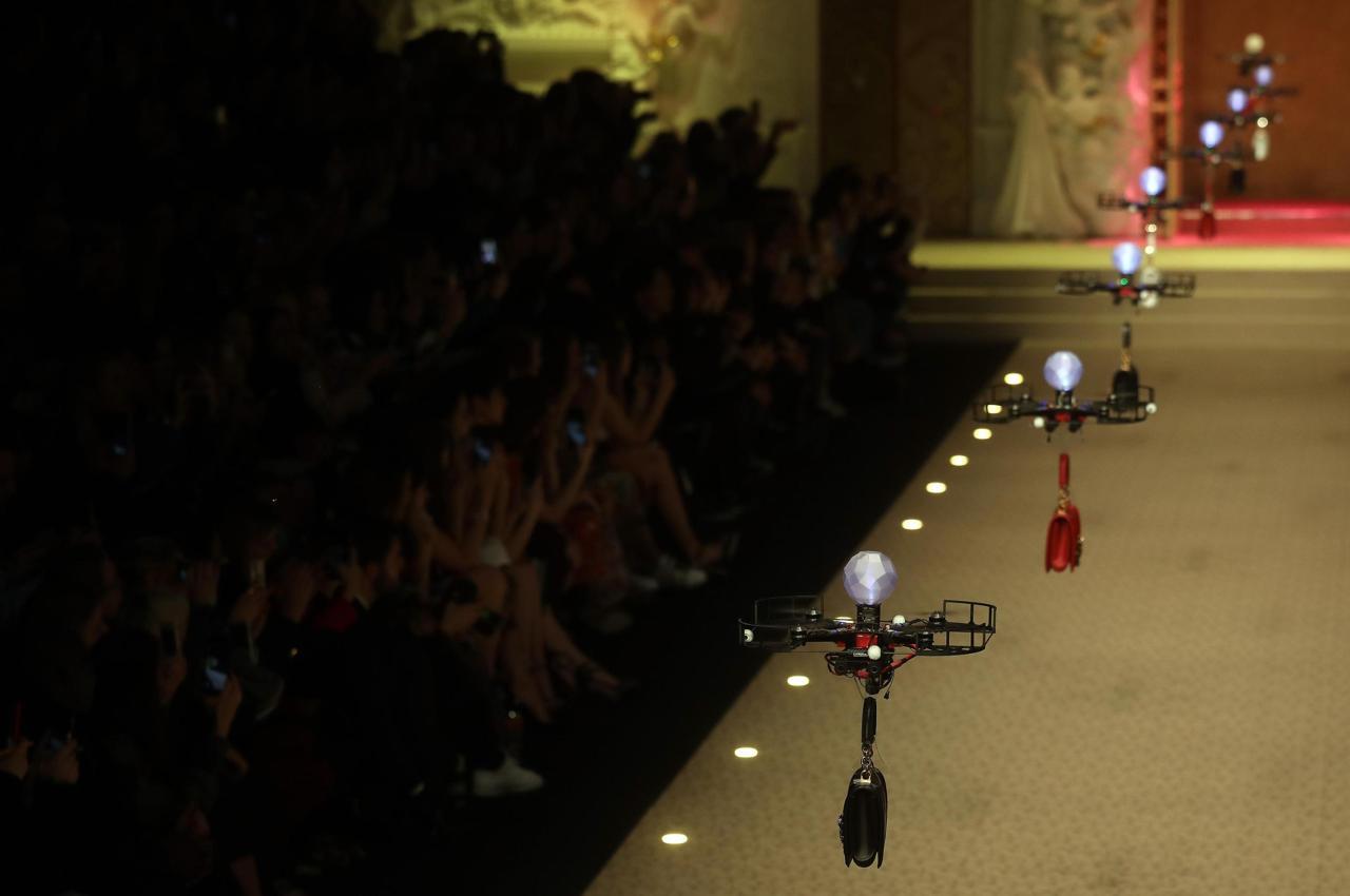 I droni rimpiazzano i modelli alla sfilata di Dolce & Gabbana | Collater.al 3