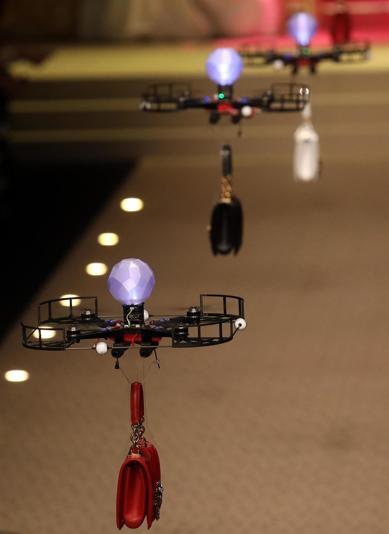 I droni rimpiazzano i modelli alla sfilata di Dolce & Gabbana | Collater.al 4