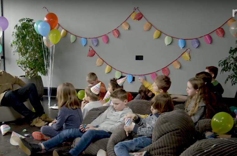 Liam Gallagher intervistato da una classe di bambini: cuteness overload