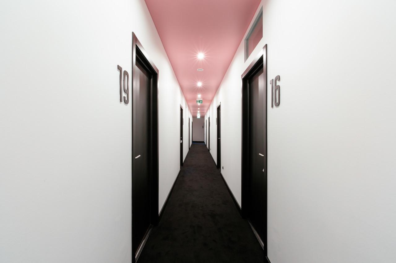 The Pokrovka 6 Hotel, hotel boutique che gioca con i colori | Collater.al 13