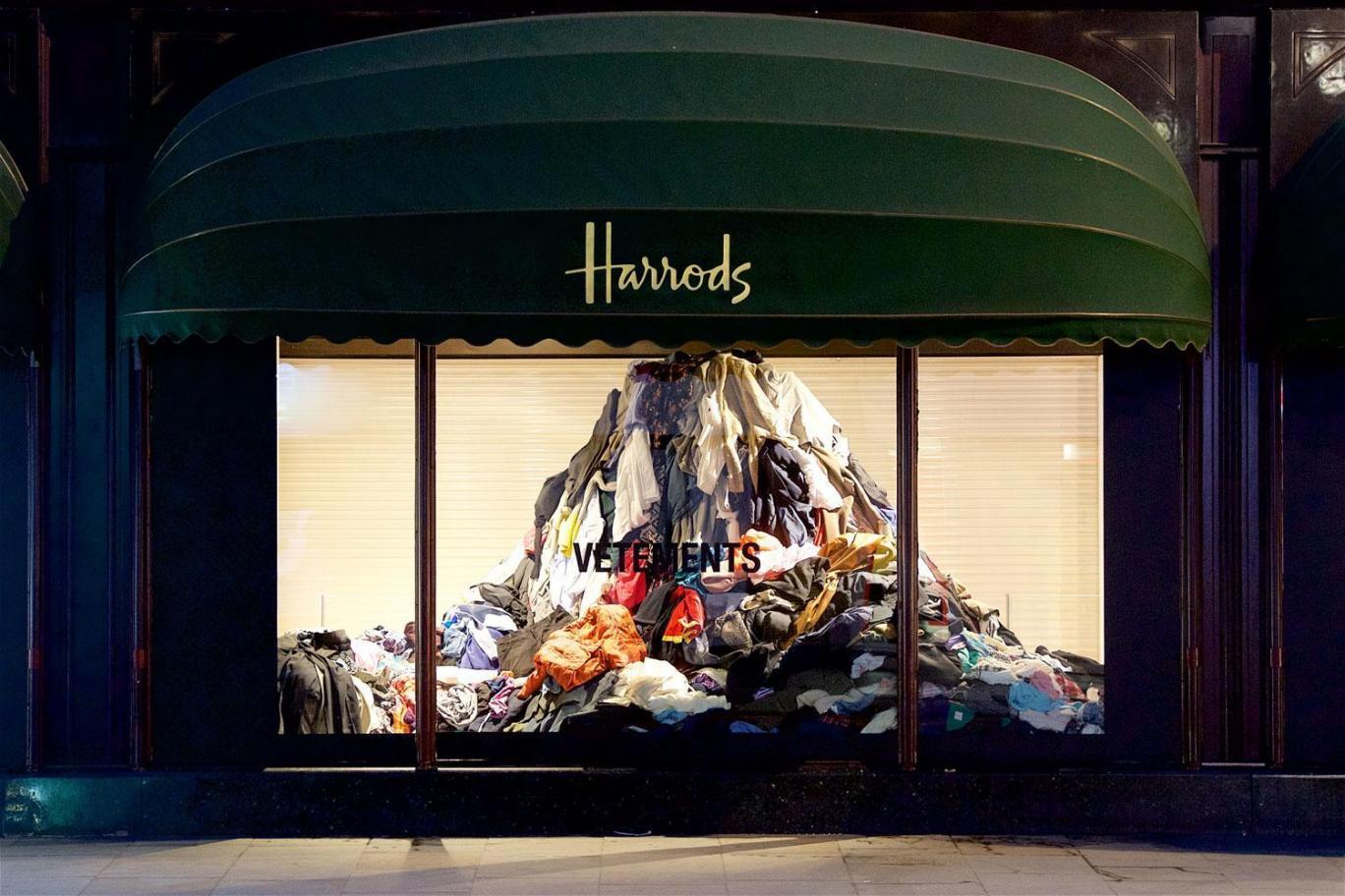 installazione di Vetements e Harrods contro la sovrapproduzione | Collater.al 5