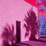 Infra Realism, Palm Springs si veste di rosa nelle foto di Kate Ballis | Collater.al 15