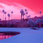 Infra Realism, Palm Springs si veste di rosa nelle foto di Kate Ballis | Collater.al 3