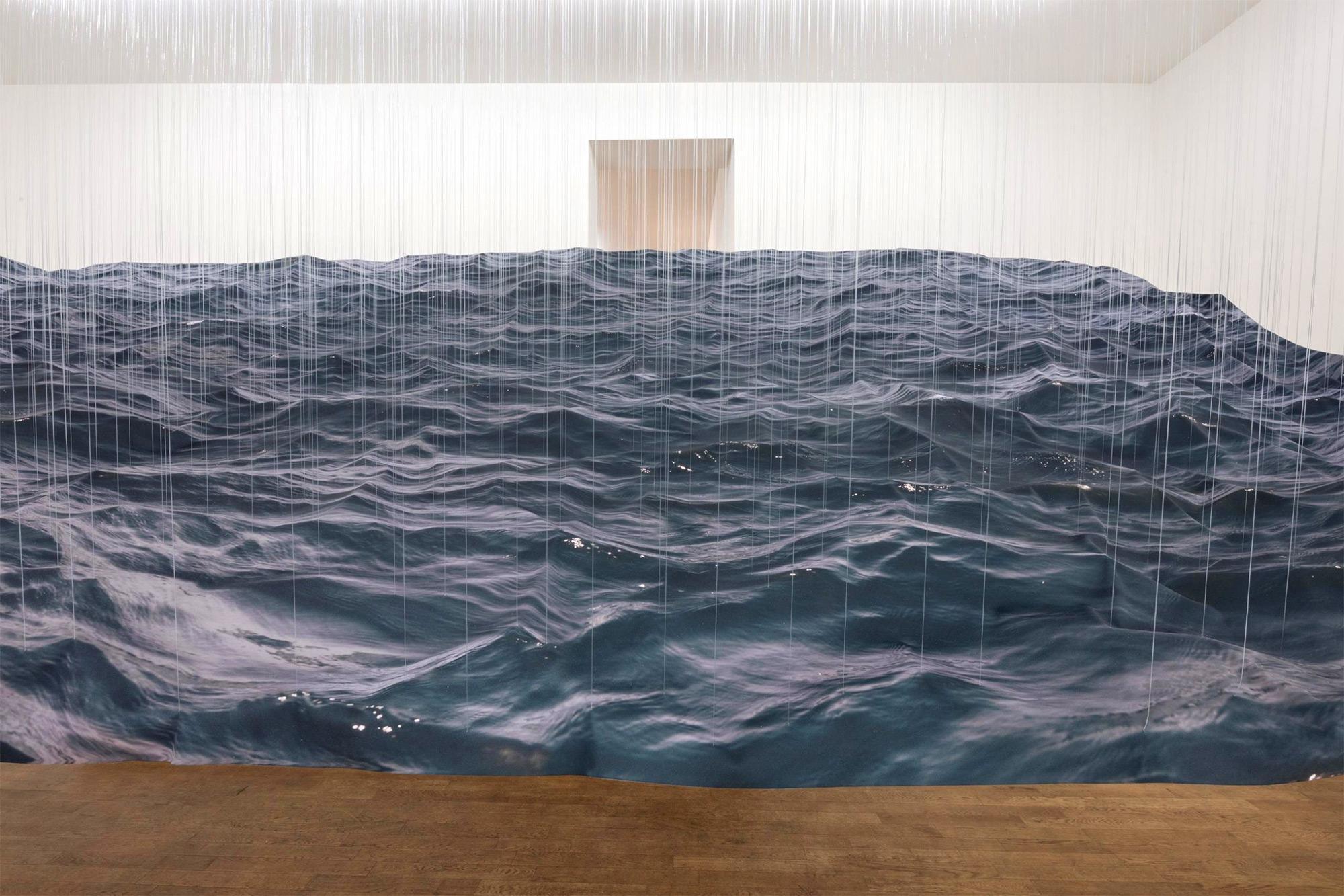 Le onde oceaniche sospese di Miguel Rothschild | Collater.al 2