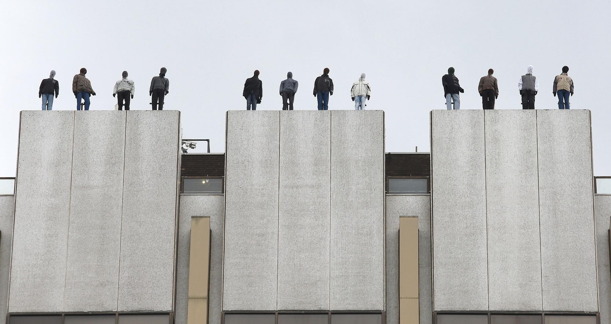 Project84, la commovente installazione di Mark Jenkins contro il suicidio | Collater.al 8