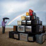Revision, la realtà riflessa nelle televisioni di Shirin Abedinirad | Collater.al 4