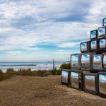 Revision, la realtà riflessa nelle televisioni di Shirin Abedinirad | Collater.al 7