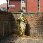Vlady-Art-Refujeez-Space blanket on a Jesus statue – Coperta isotermica su statua di Cristo