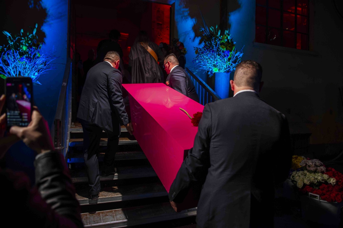 Design Week 2018 funeral party 2   Collater.al