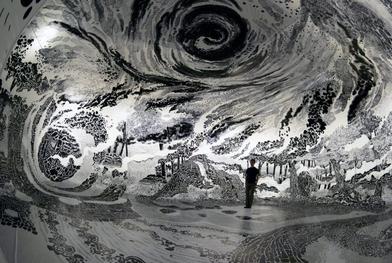 Drawing in Ephemeral, l'opera immersiva a 360 gradi di Oscar Oiwa