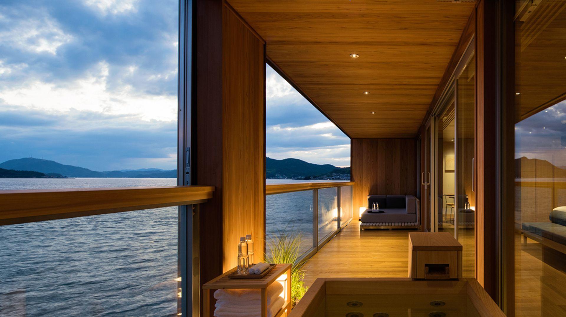 Guntu, il floating hotel che naviga le coste giapponesi | Collater.al 1