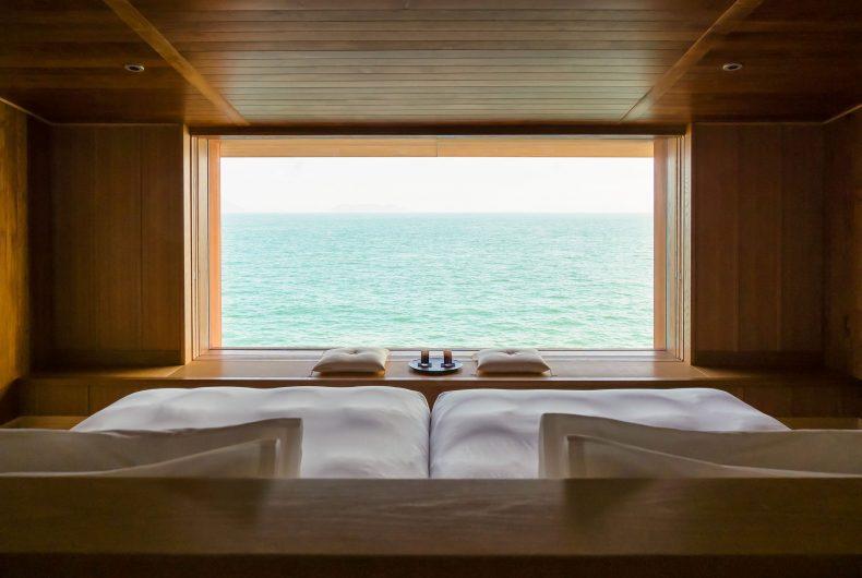 Guntû, il floating hotel che naviga le coste giapponesi