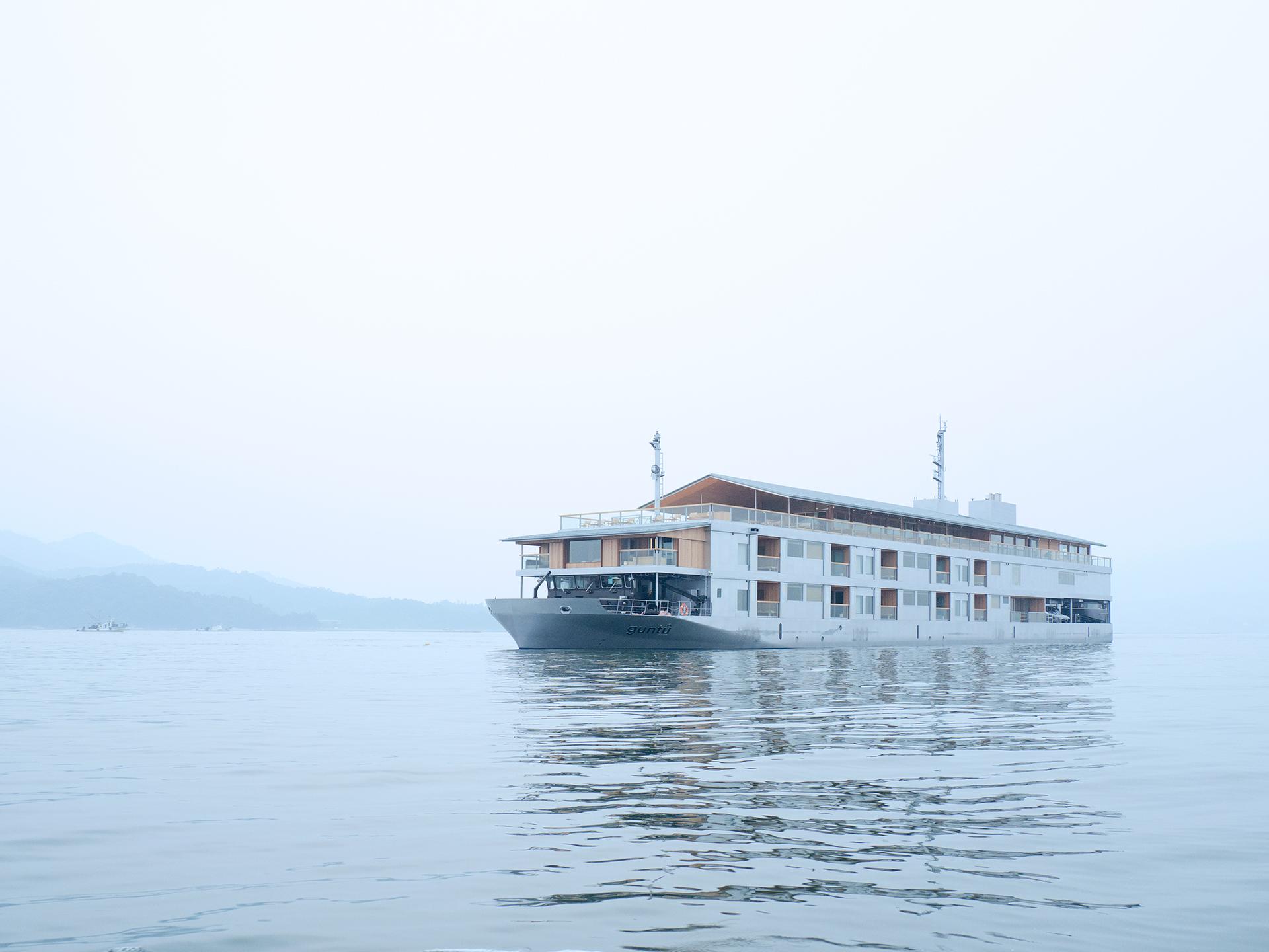 Guntu, il floating hotel che naviga le coste giapponesi | Collater.al 6