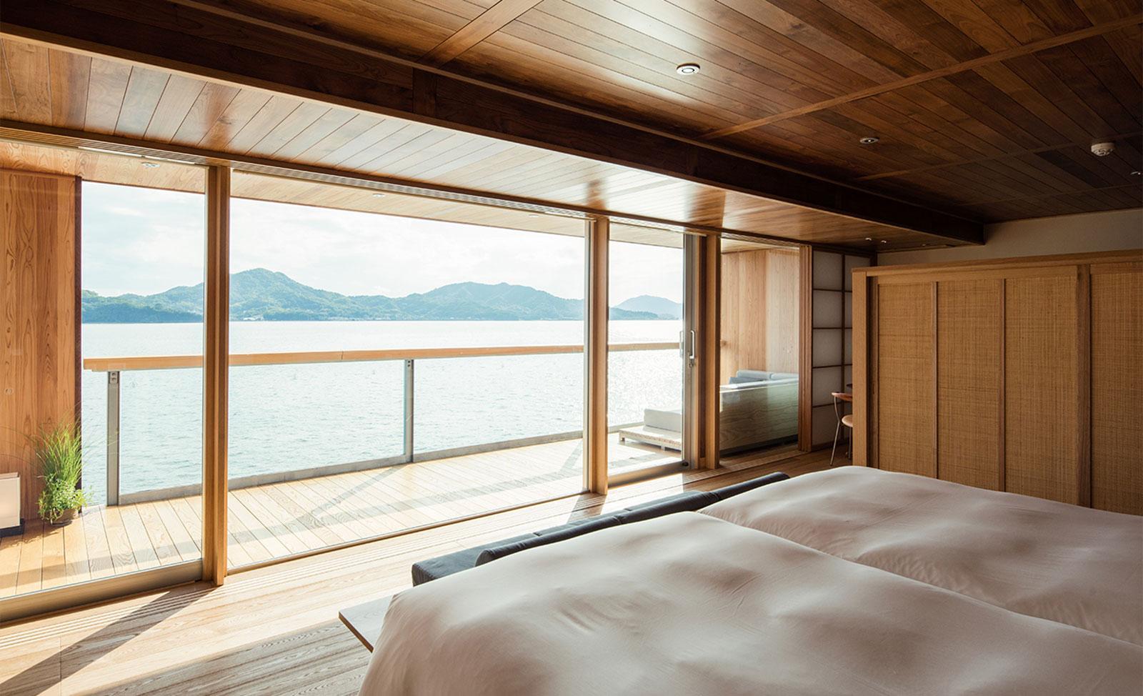 Guntu, il floating hotel che naviga le coste giapponesi | Collater.al 9