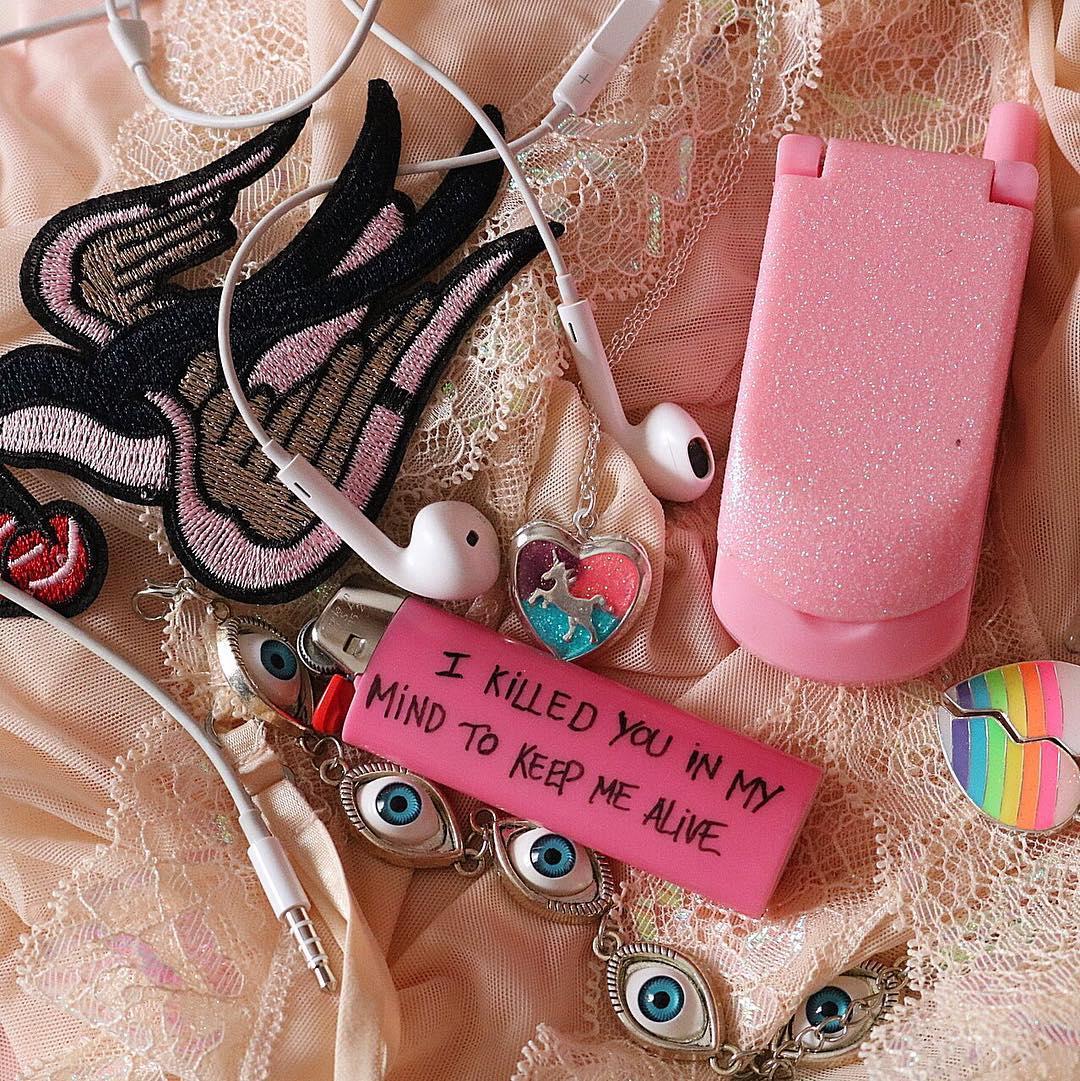 Virgin Suicides, le creazioni provocatorie di Cecile Hoodie | Collater.al 2