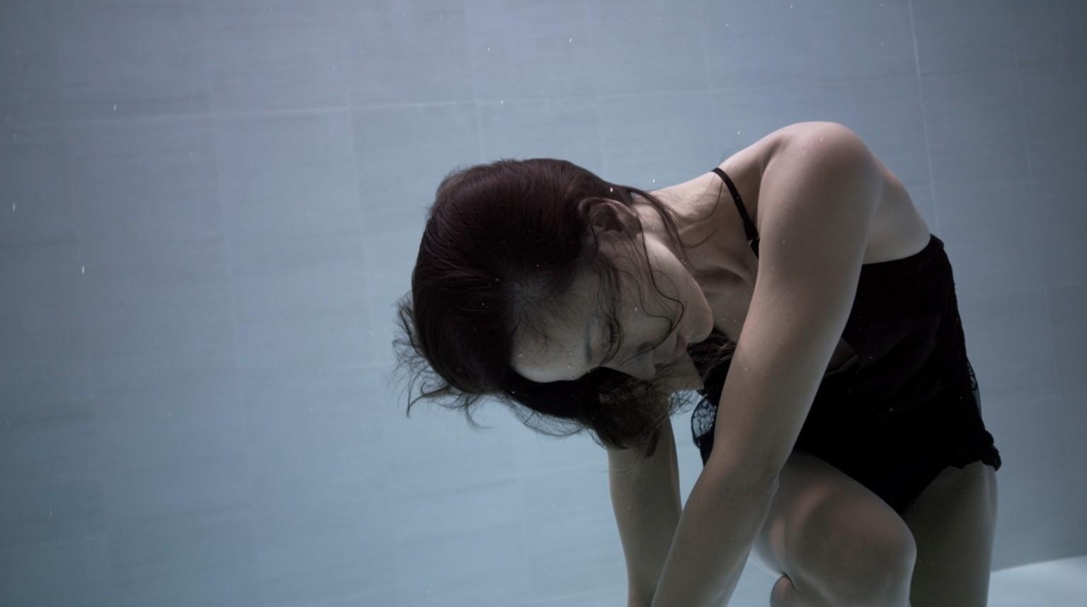 Ama, affascinate danza subacquea di Julie Gautier | Collater.al 2