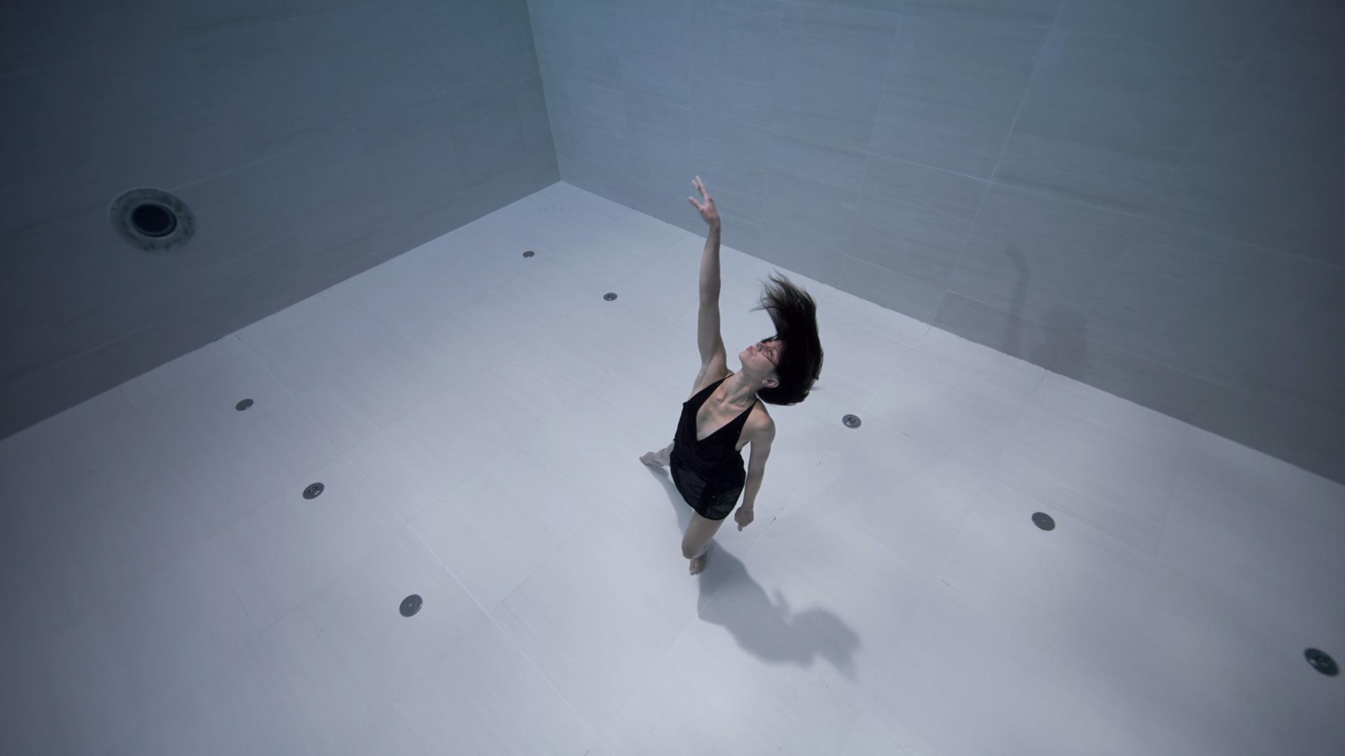 Ama, affascinate danza subacquea di Julie Gautier | Collater.al 4