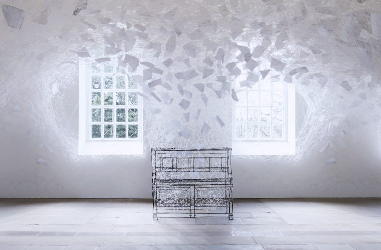 Beyond Time, l'ultima installazione di Chiharu Shiota