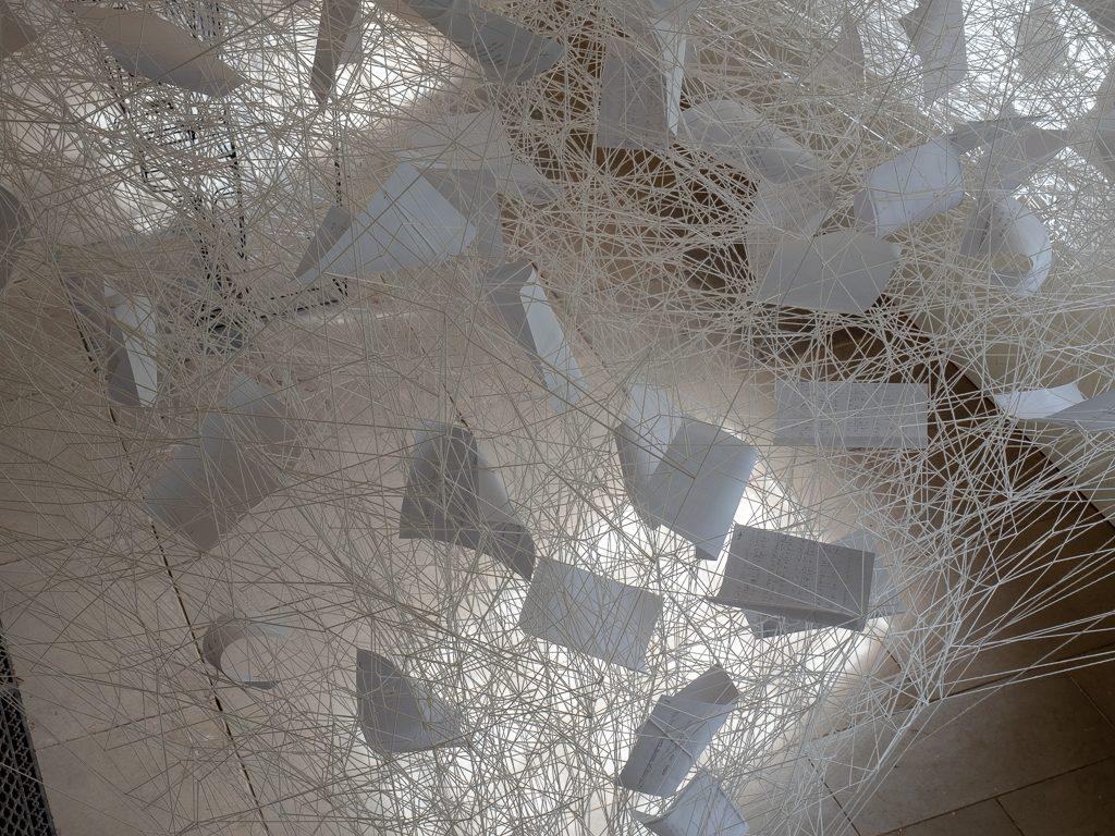 Beyond Time l'ultima installazione di Chiharu Shiota | Collater.al