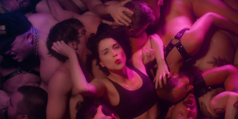 "Guarda ""Fast Slow Disco"", il nuovo video di St. Vincent 