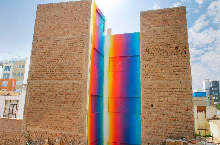 I murales pieni di colore di Xomatok