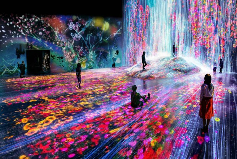 Immersive installations, the ambitious project by teamLab