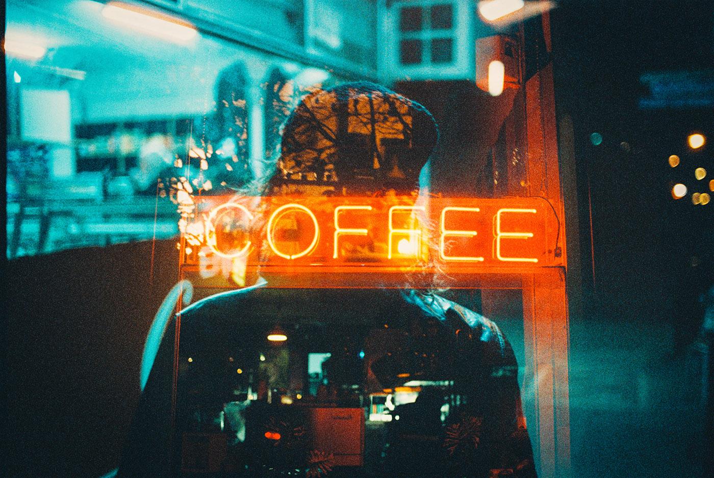 Neon Life, le storie e le luci di Louis Dazy | Collater.al 2