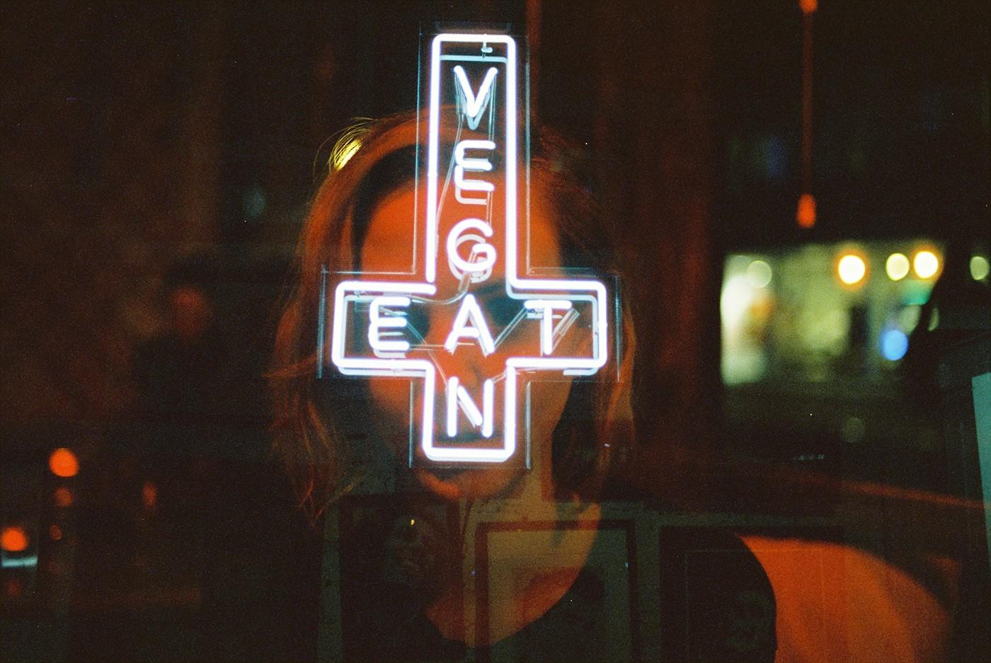 Neon Life, le storie e le luci di Louis Dazy | Collater.al 7