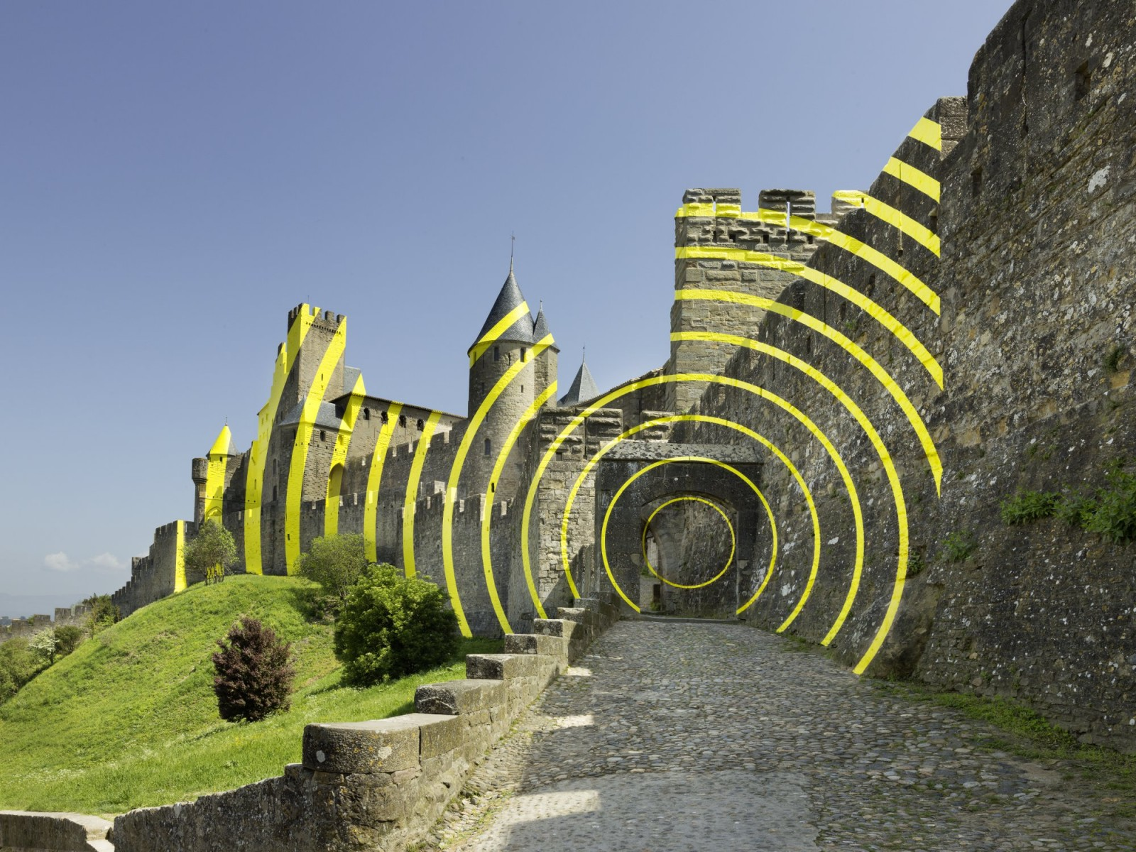 concentric concentric the installation of felice varini in carcassonne. Black Bedroom Furniture Sets. Home Design Ideas