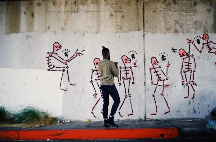 Gianni Lee, the new Basquiat fills the streets of New York with skeletons