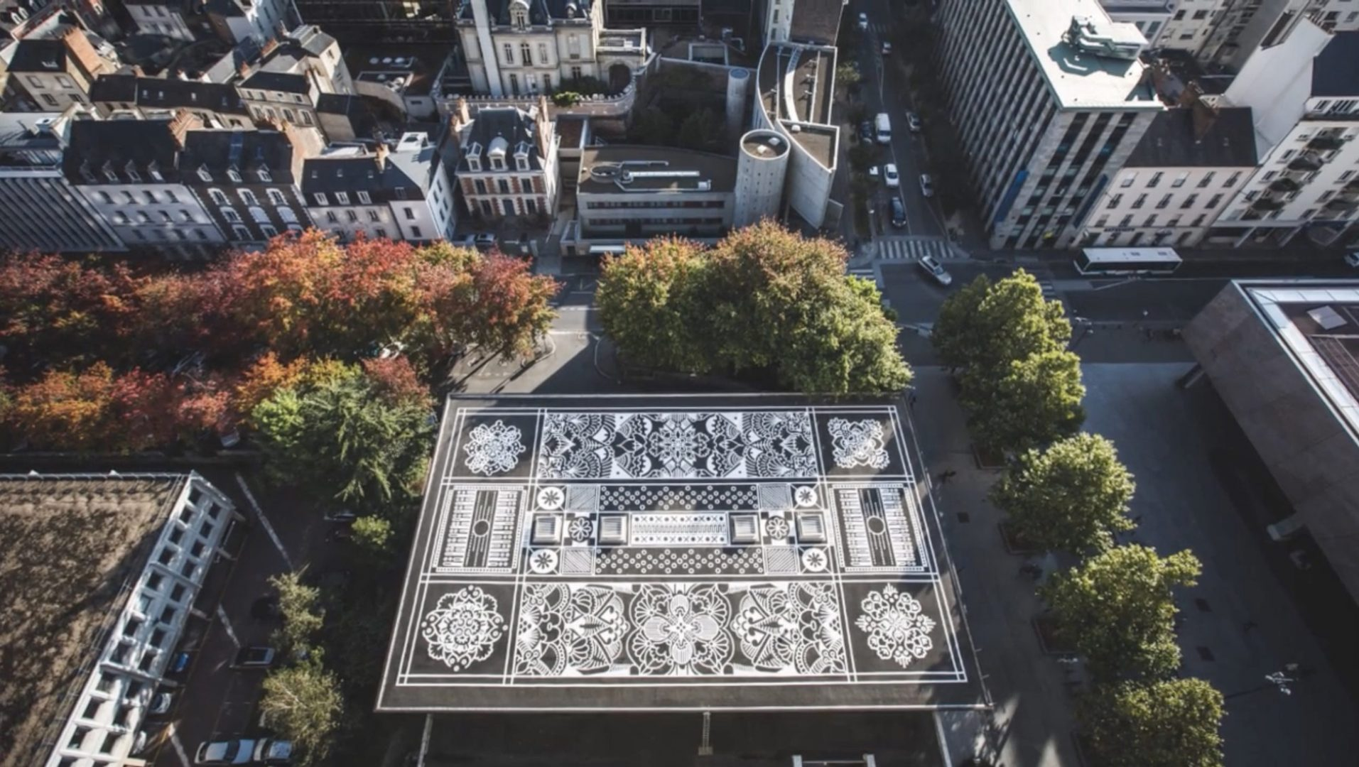 I tappeti urbani dell'artista Arthur-Louis Ignoré